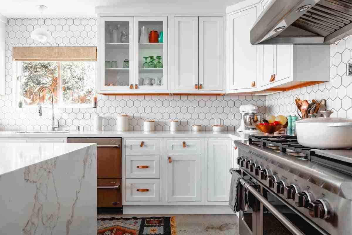limpiar los azulejos color blanco