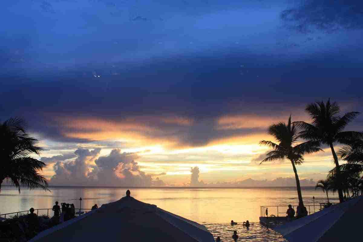 puesta de sol en la isla de guam