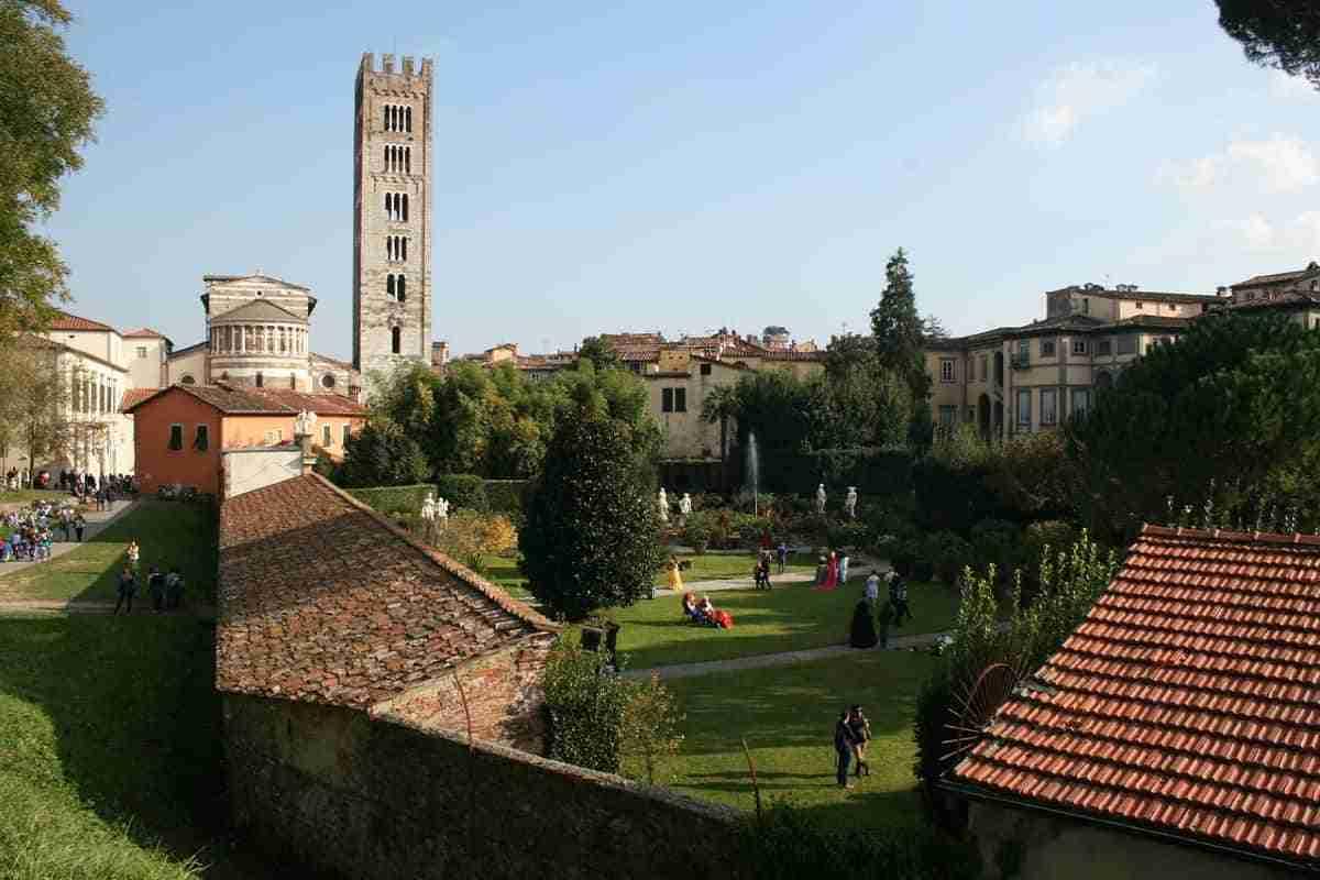 torre de la ciudad de luca italia