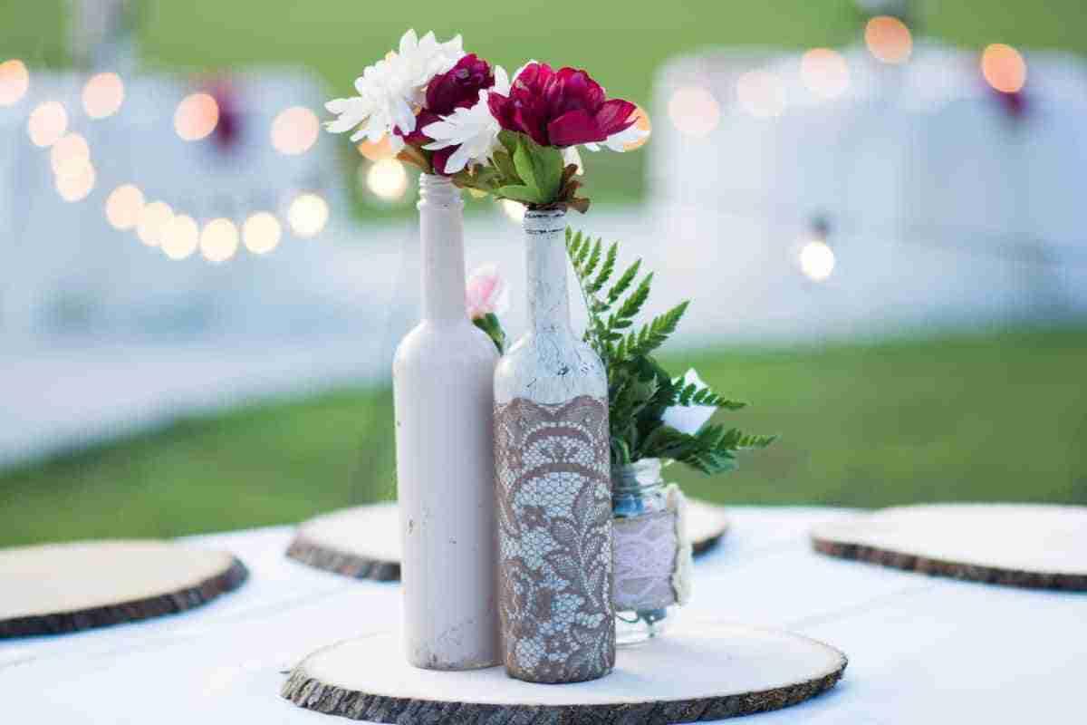 centros de mesa boda con botellas recicladas