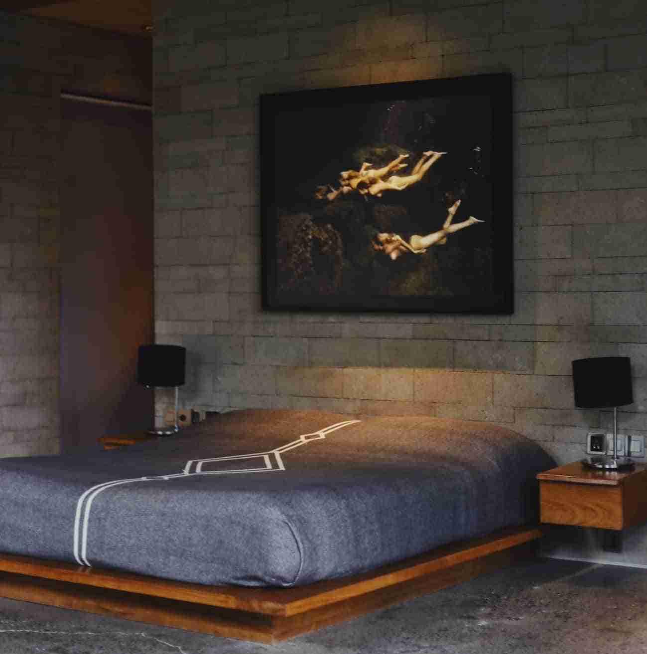 dormitorio con cama al ras de suelo femenino