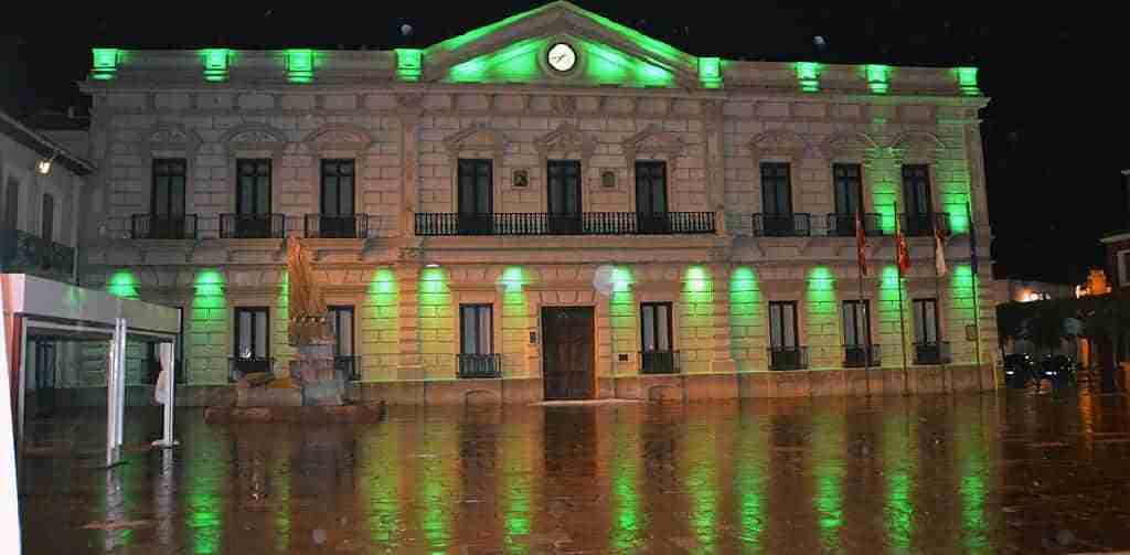 La fachada del Ayuntamiento, los molinos de viento y la rotonda de la Avenida Adolfo Suárez se iluminarán de color verde por el Día Internacional para la prevención del suicidio