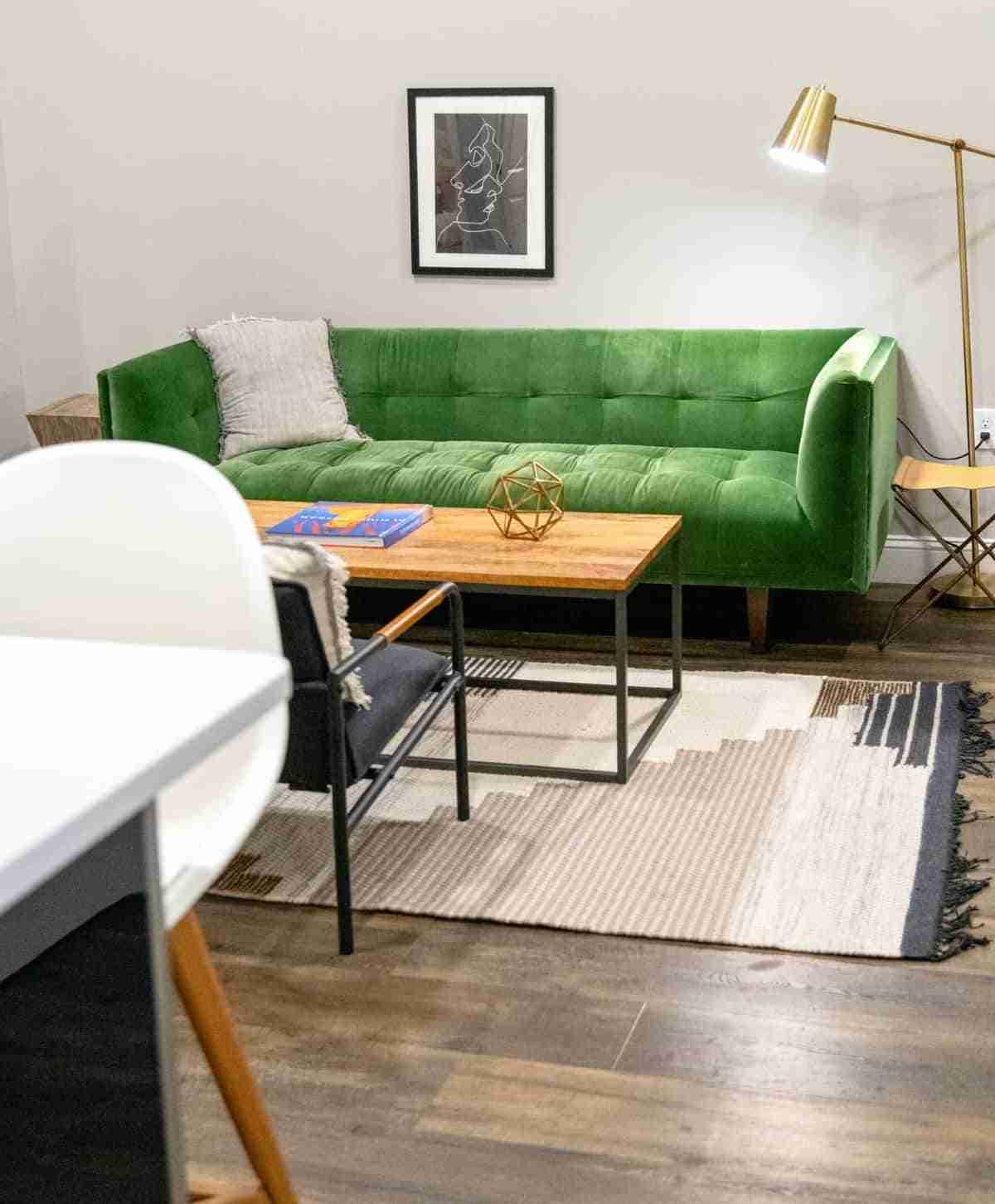 acento de color verde en el salon