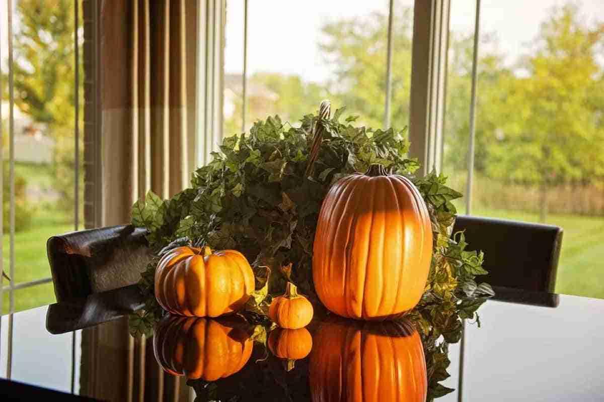 centro de mesa para halloween con calabazas