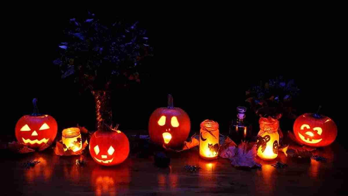 decoracion con calabazas para la mesa de halloween