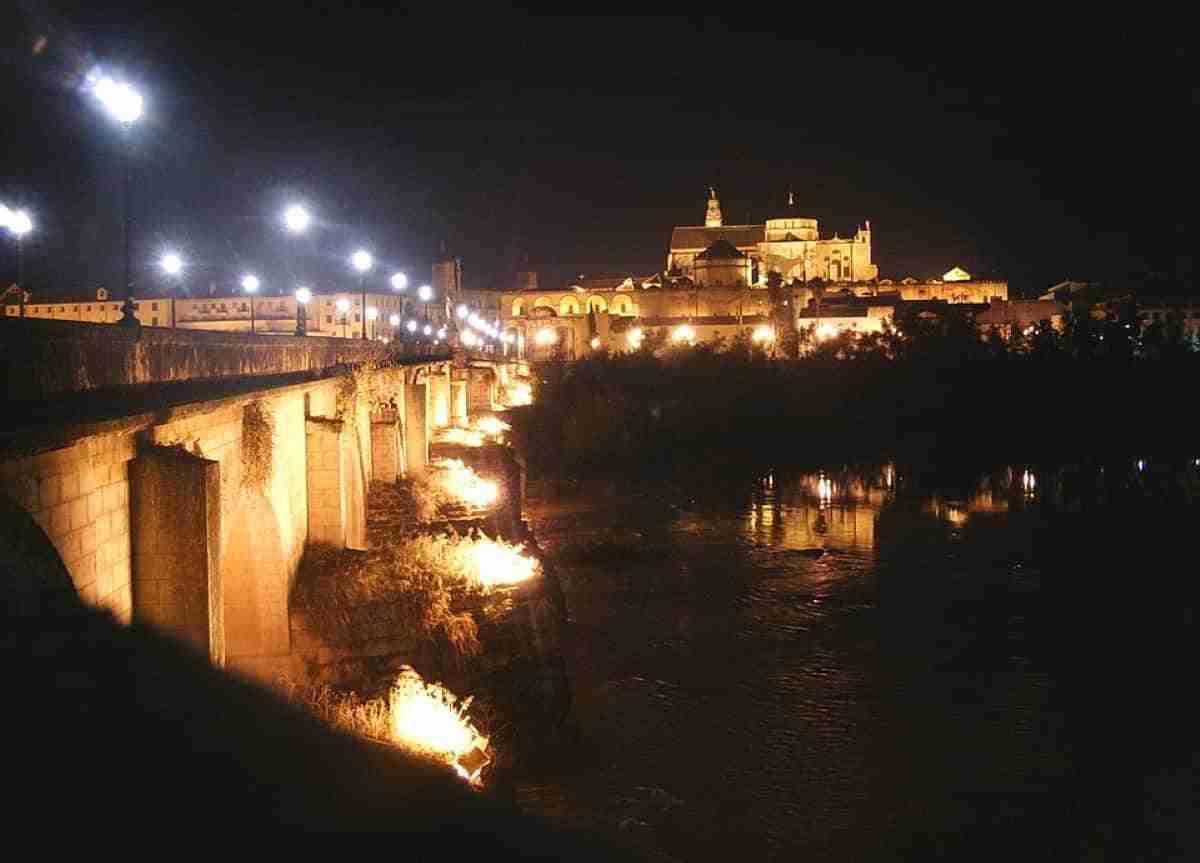 vista nocturna catedral mezquita