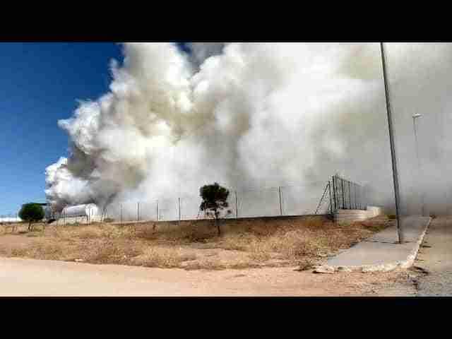 Humareda en fabrica de revalorizacion de residuos en Alcázar de San Juan