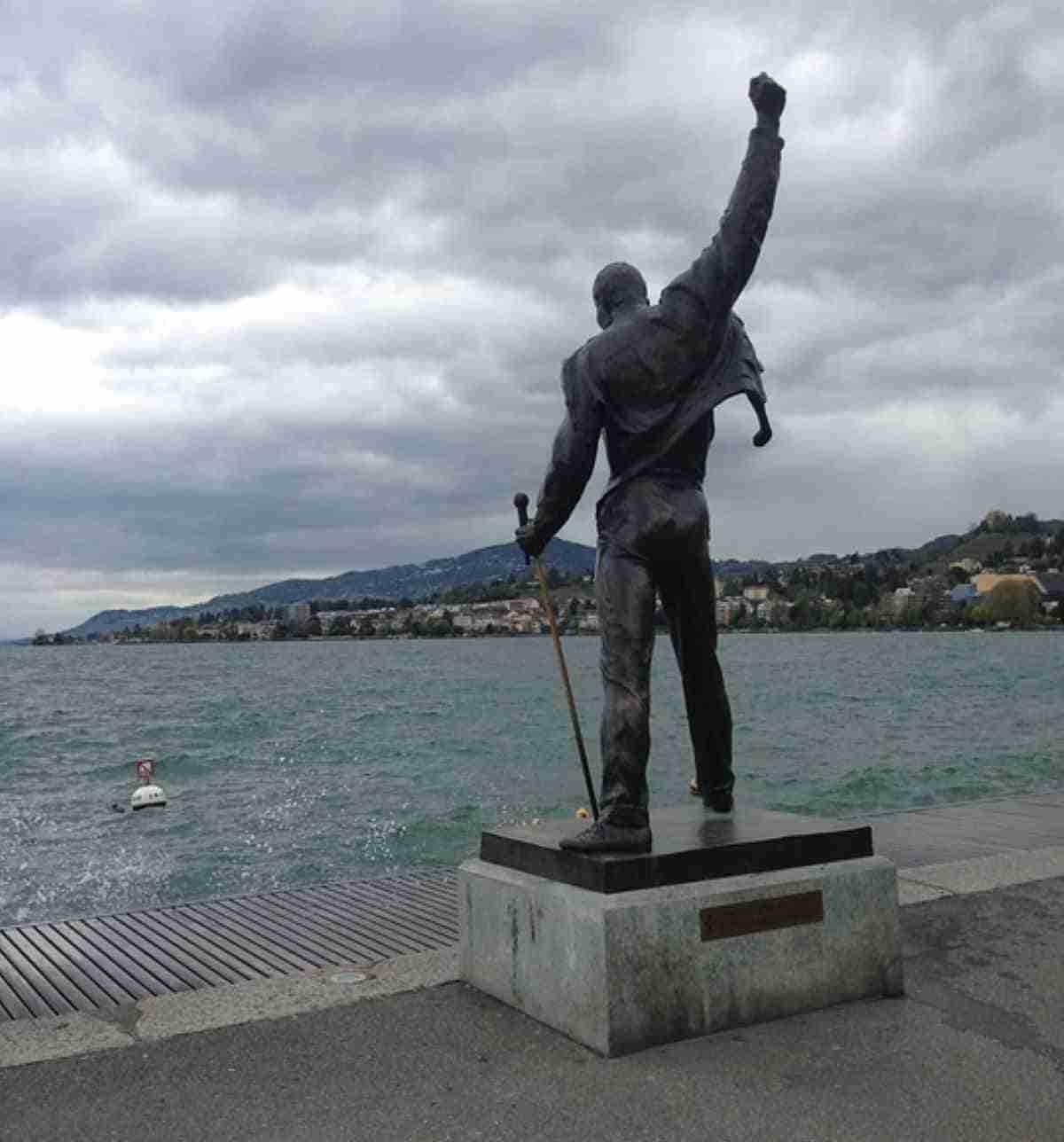 estatua de freddie mercury en montreux