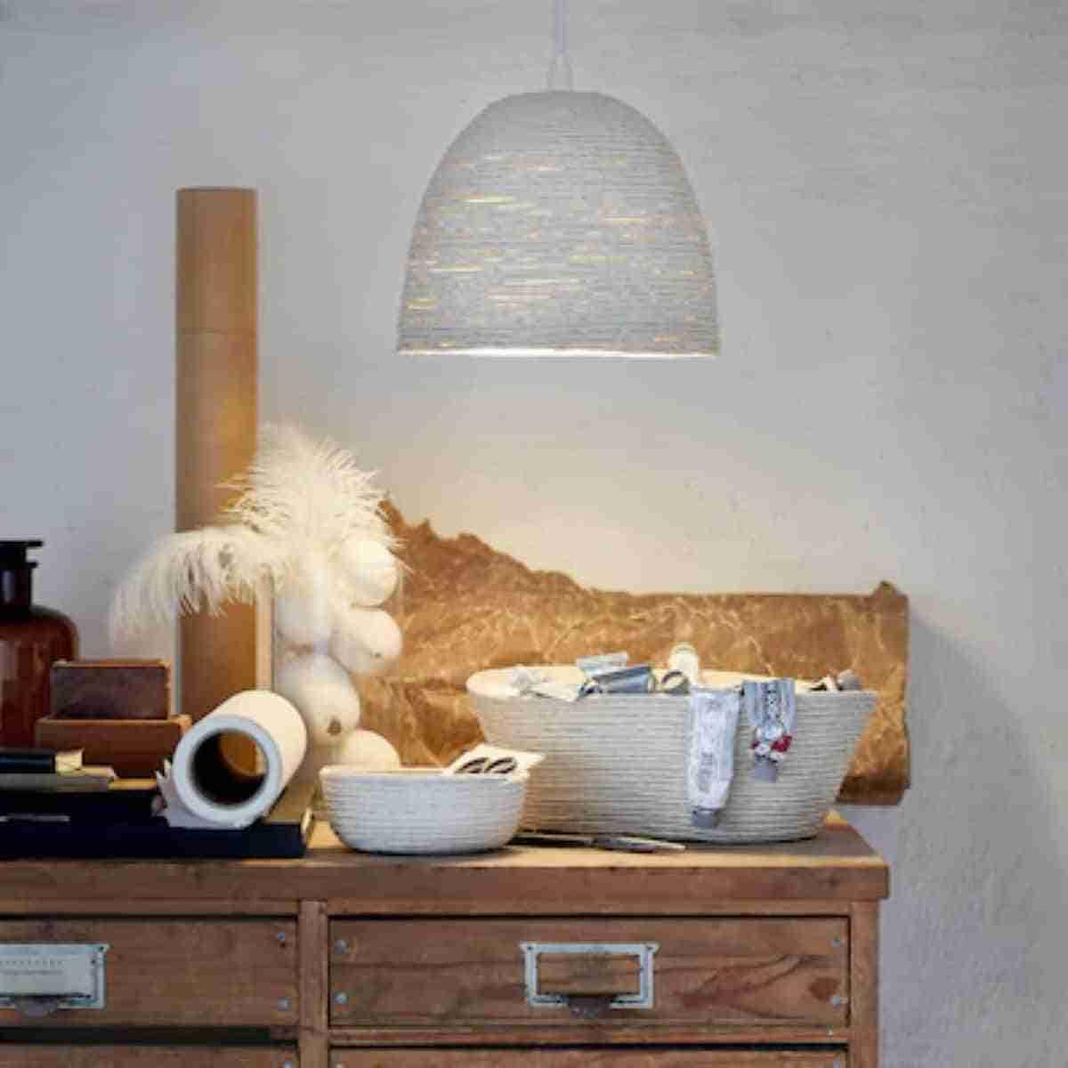 lampara de techo elaborada con paja de arroz