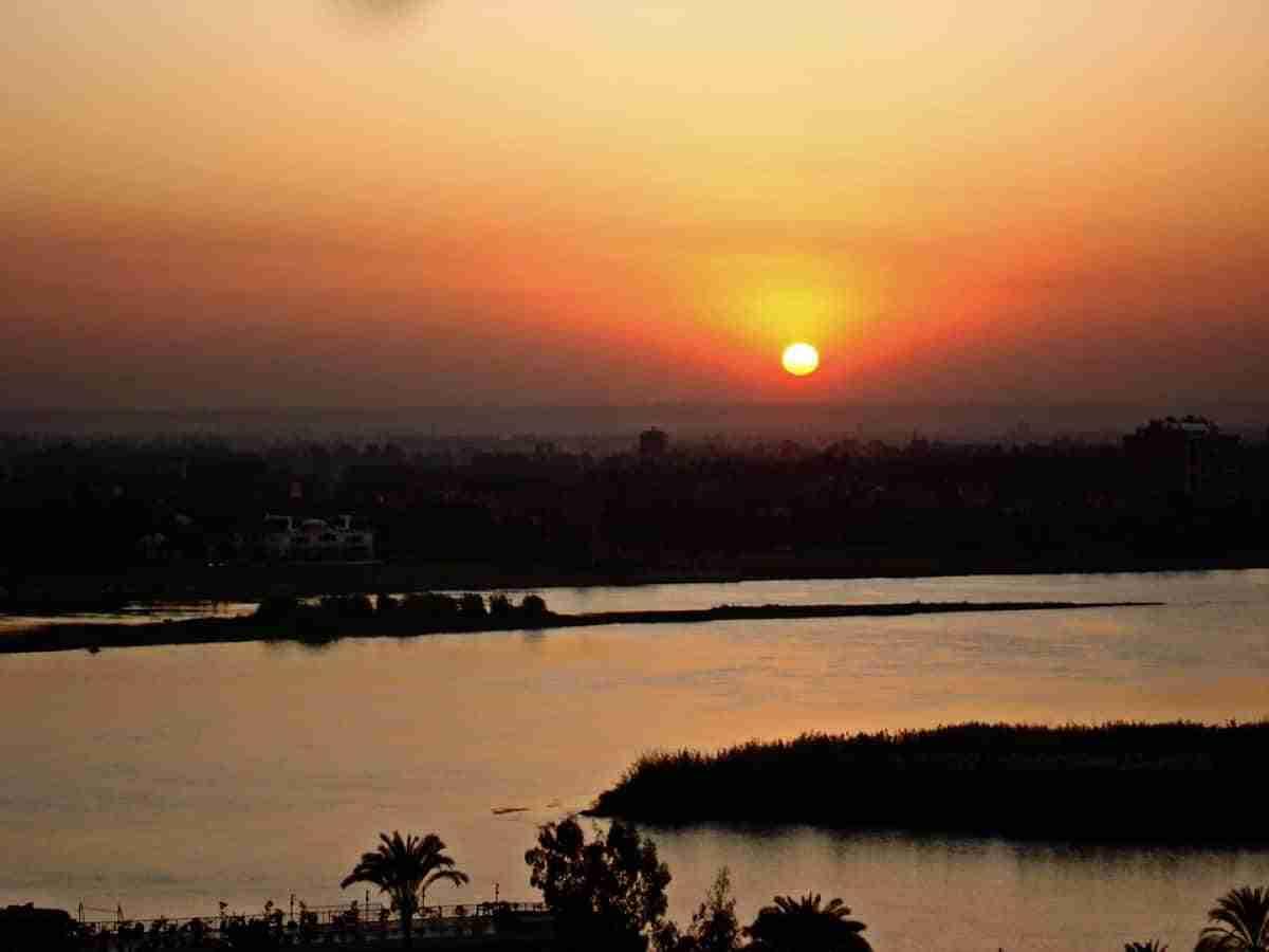 puesta de sol en el cairo