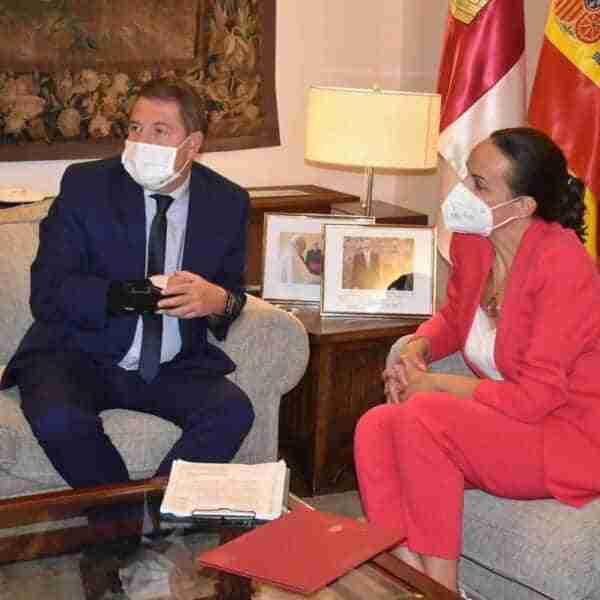 El presidente de Castilla-La Mancha, Emiliano García-Page reafirma su compromiso de colaboración a la alcaldesa de Ciudad Real, Eva María Masías