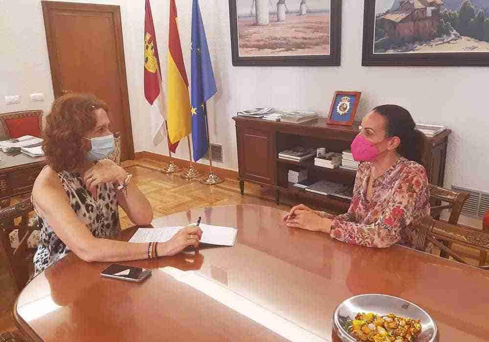 La subdelegada del Gobierno en Ciudad Real recibe a la nueva alcaldesa de la capital, Eva María Masías