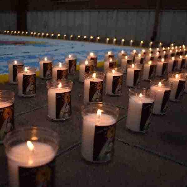 El barrio de los Ángeles homenajea a las víctimas y afectados por el COVID-19