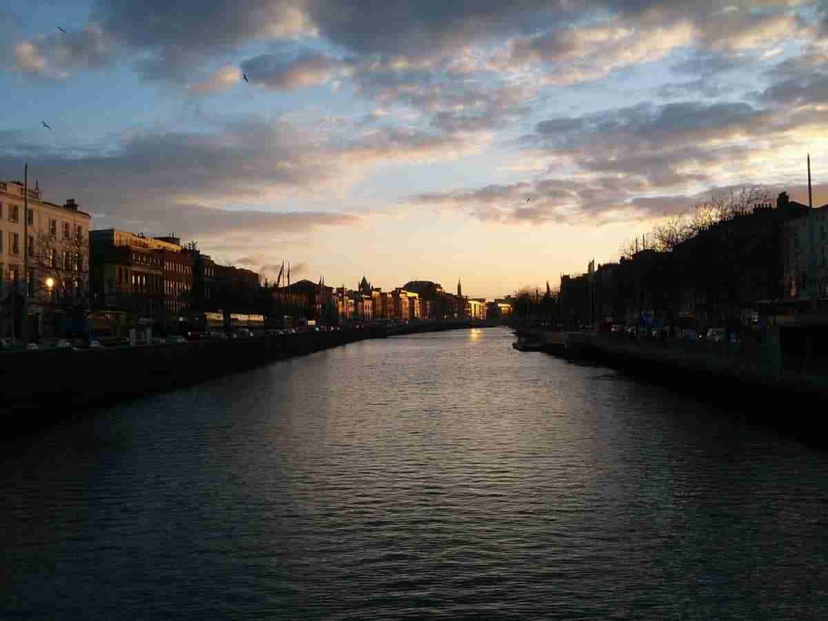 puesta de sol en dublin irlanda