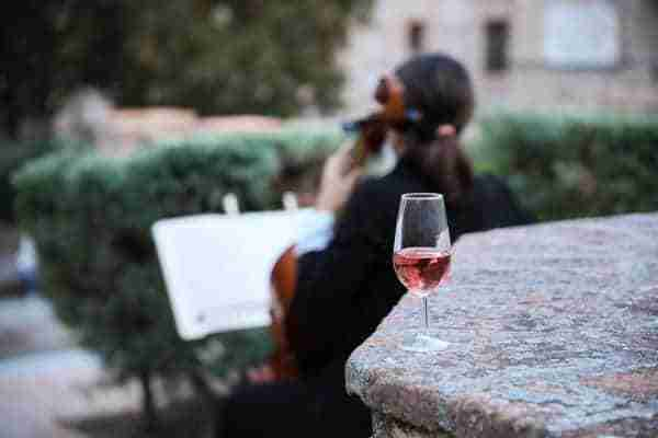 Las catas de vino al atardecer 'Sunset Wine' del Ayuntamiento suman un nuevo fin de semana de éxito entre el público asistente