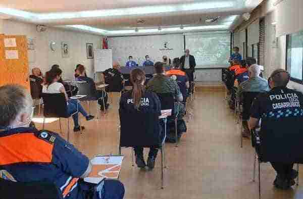 Más de una treintena de integrantes de grupos de emergencia reciben formación en reanimación cardiopulmonar y atención sanitaria inicial
