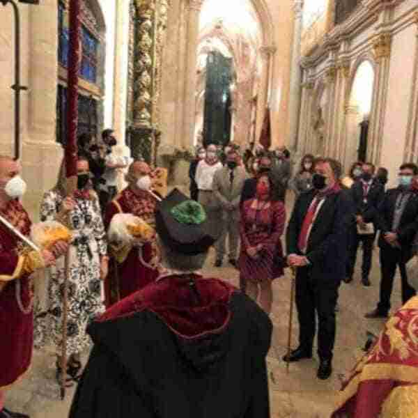 La Catedral ha acogido la entrega simbólica del Pendón de Alfonso VIII al Ayuntamiento de Cuenca