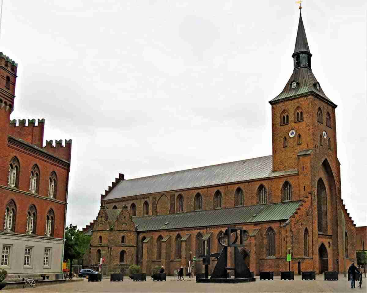 iglesia de odense en dinamarca