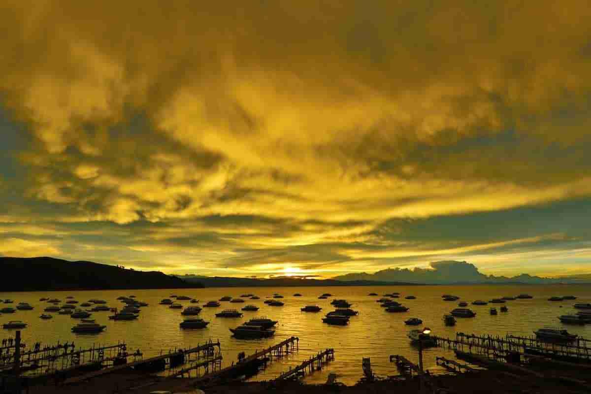 vista del lago titicaca en bolivia