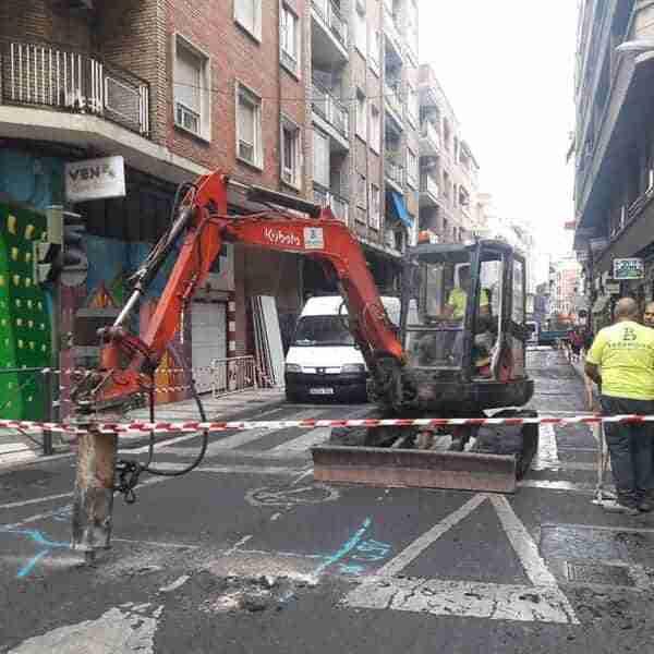 Los trabajos para la peatonalización de la calle Puerto de Puertollano han dado inicio