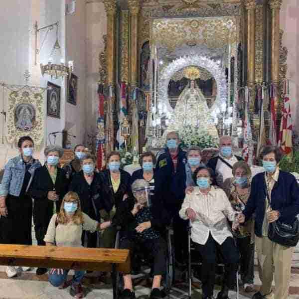 Usuarios y usuarias del SED de Miguelturra visitaron a la Virgen de la Estrella