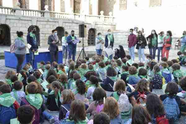 Toledo muestra su respaldo institucional al Colegio San Lucas y María en el 40 aniversario de su creación como centro