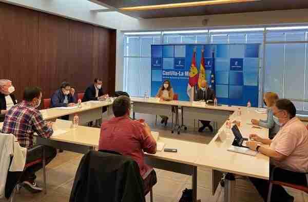 El Gobierno regional y los representantes de los trabajadores de la Mesa Sectorial inician el proceso de negociación para la recuperación de la carrera profesional en el SESCAM