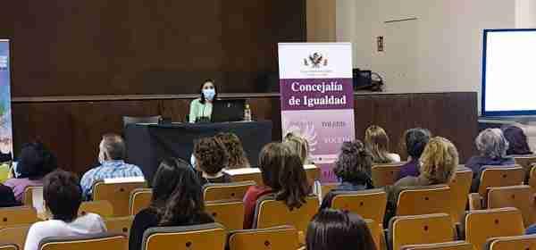 La periodista Ana Bernal ofrece una charla sobre 'Medios de comunicación y violencia de género' enmarcada en la Escuela Toledana de Igualdad