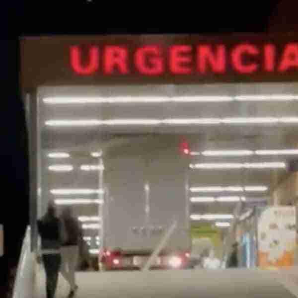 Un camión se «atasca» en las urgencias de Alcázar de San Juan