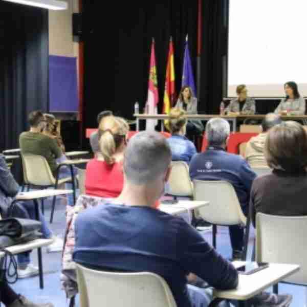 """Inició la nueva edición de 'Escuela de familias"""" en el IES 'Azuer' de Manzanares"""