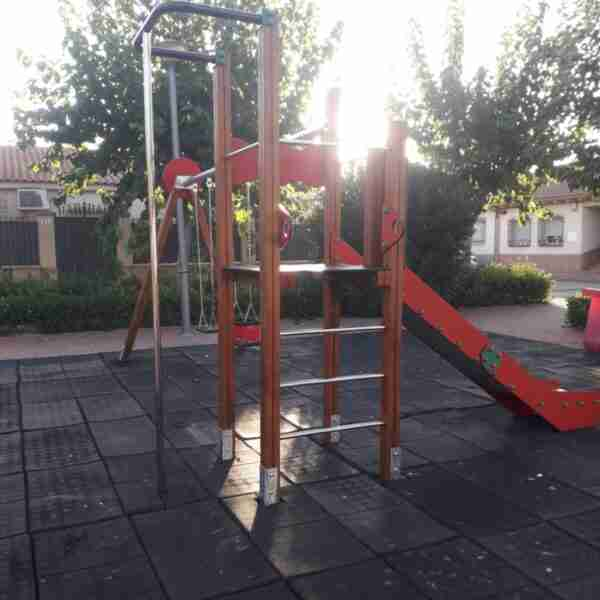 El Ayuntamiento de Torralba de Calatrava realizó acondicionamientos en varios parques infantiles locales