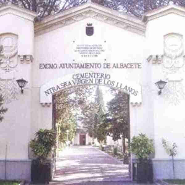 Servicio especial de autobús urbano al cementerio municipal de Albacete en la Festividad de Todos los Santos 2021