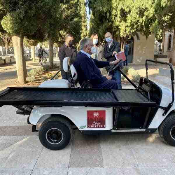 Presentado en el Cementerio Municipal un nuevo vehículo portaféretros
